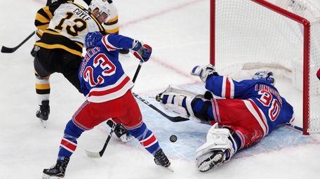 Rangers goaltender Henrik Lundqvist (30) sprawls on the