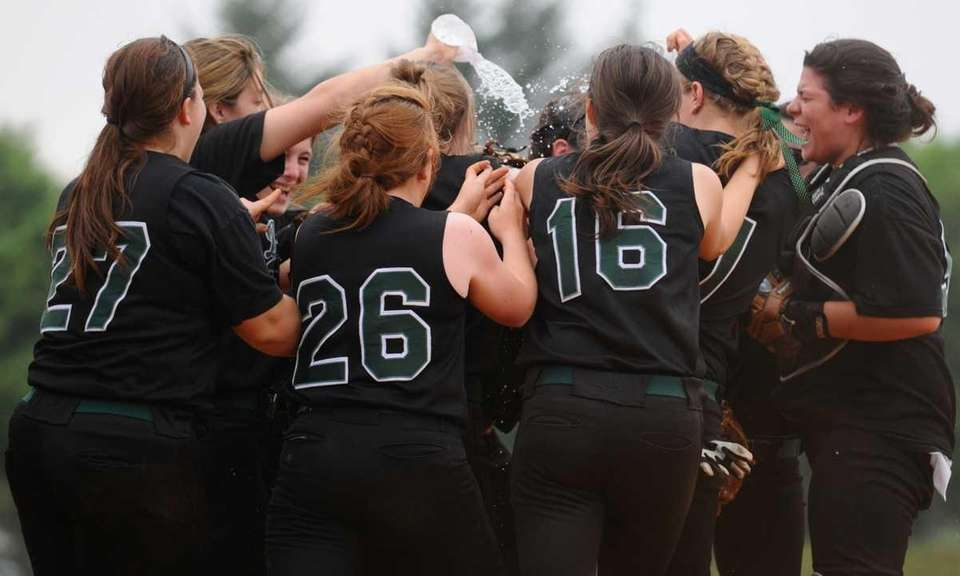 Farmingdale High School teammates mob together to celebrate