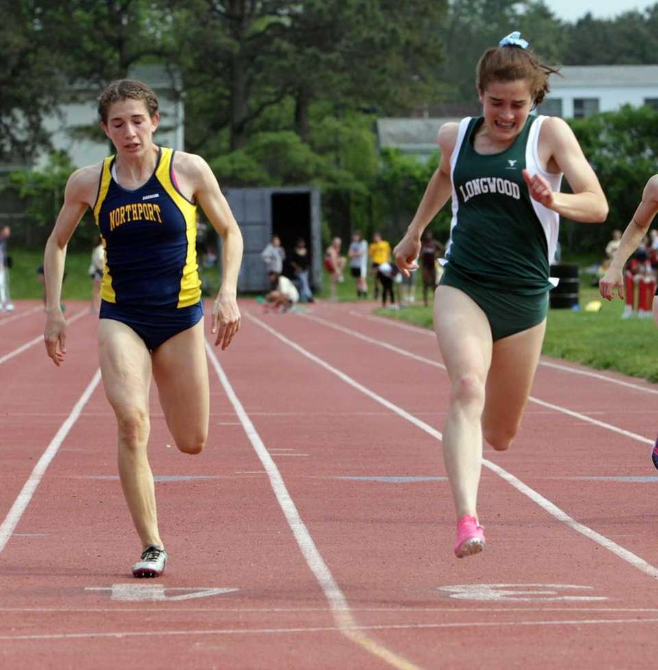 Longwood's Olivia Hallstein edges out Northport's Sara Ronde