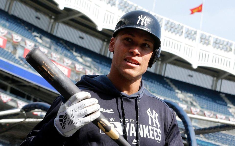 Yankees rightfielder Aaron Judge looks on during batting
