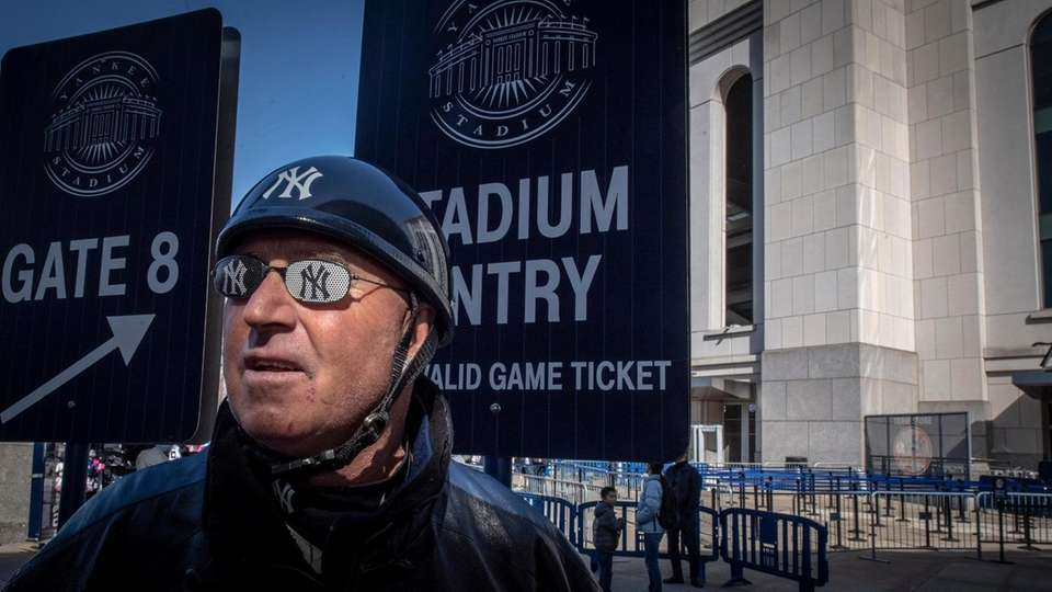 NY Yankee fan Peter Anderson ready for the