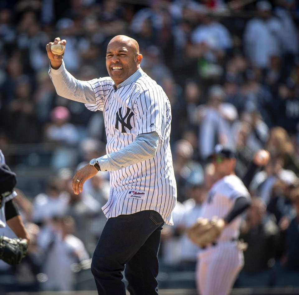 Former New York Yankee pitcher Mariano Rivera throwing