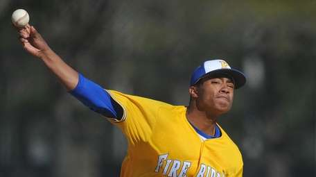 Jason Diaz #40, Kellenberg starting pitcher, delivers to