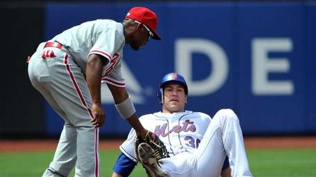New York Mets catcher Josh Thole (30) is