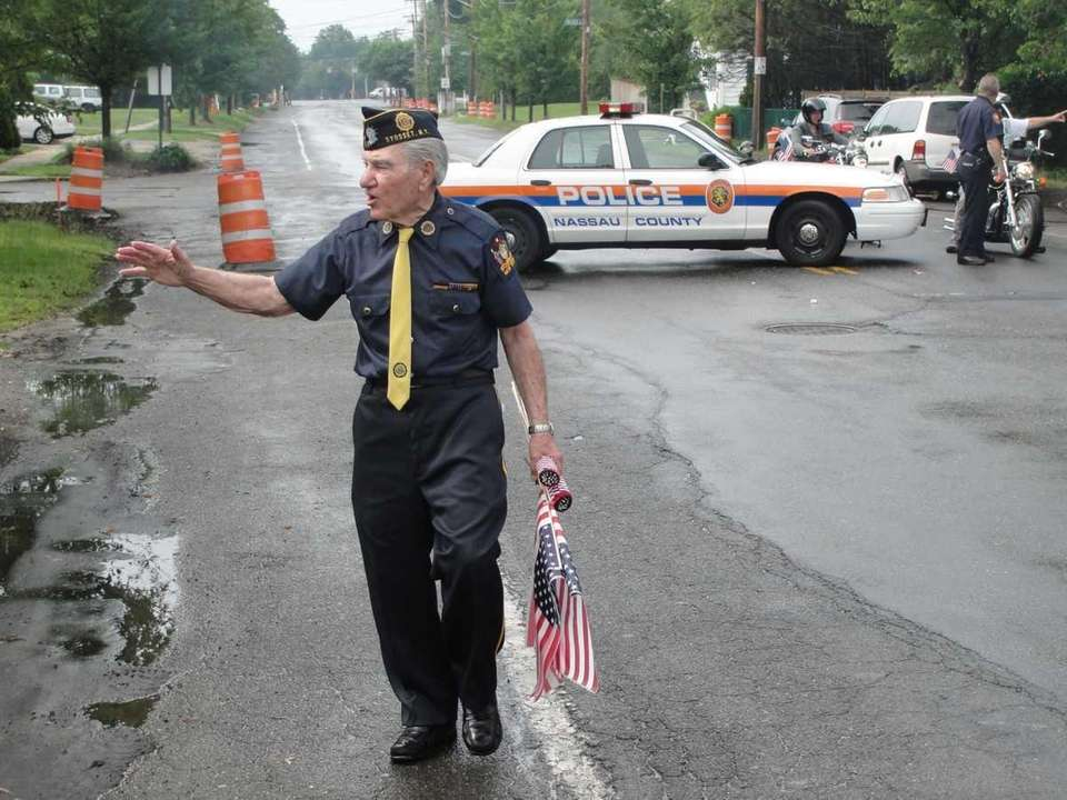 WWII veteran and Syosset Memorial Day Parade organizer