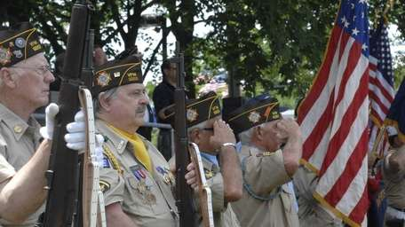 Members of the Veterans of Foreign Wars salute