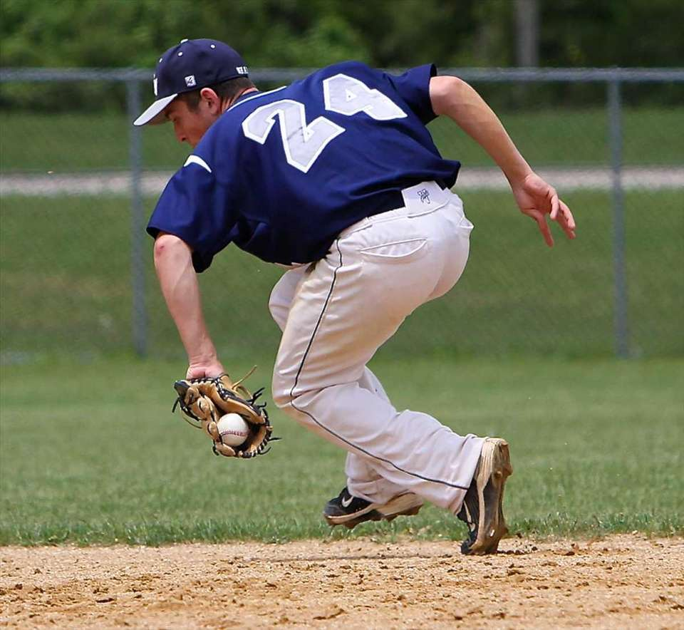 Eastport-South Manor second baseman Anthony Annunziata makes a