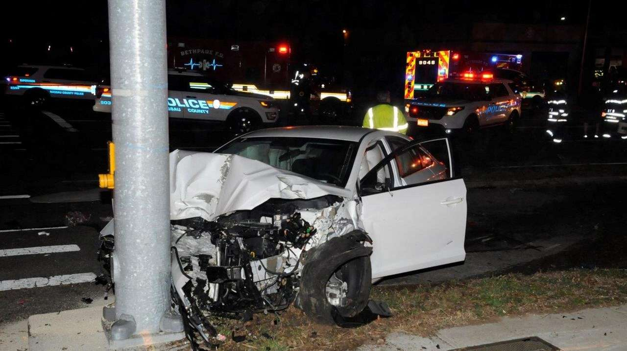 3 hurt in two-vehicle crash in Levittown, police say | Newsday