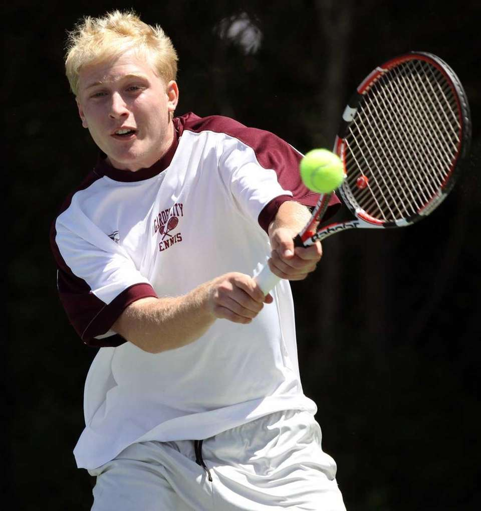 Garden City's Zach Morris finishes off Christopher Frost