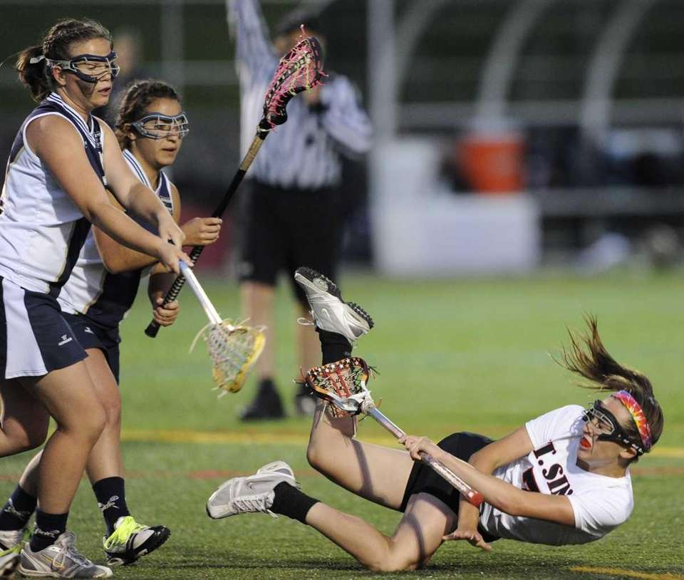 Mt. Sinai's Shayna Pirecca hits the ground while