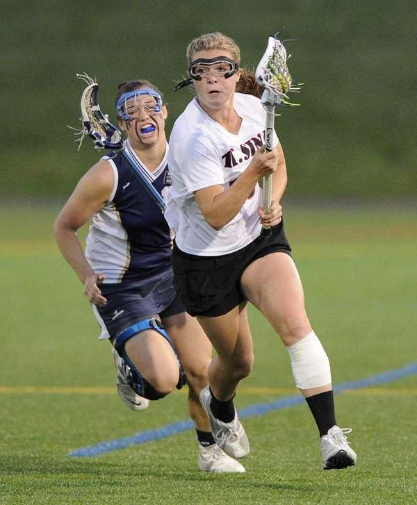 Mt. Sinai's Rachel Dillon drives the ball downfield