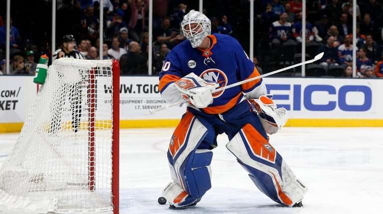 Islanders fall to Maple Leafs as John Tavares scores first