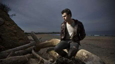 Long Island singer-songwriter Ryan Star will sing at