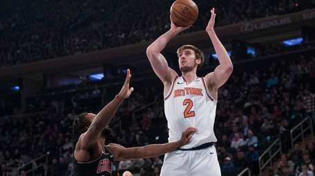 Knicks forward Luke Kornet shoots over JaKarr Sampson