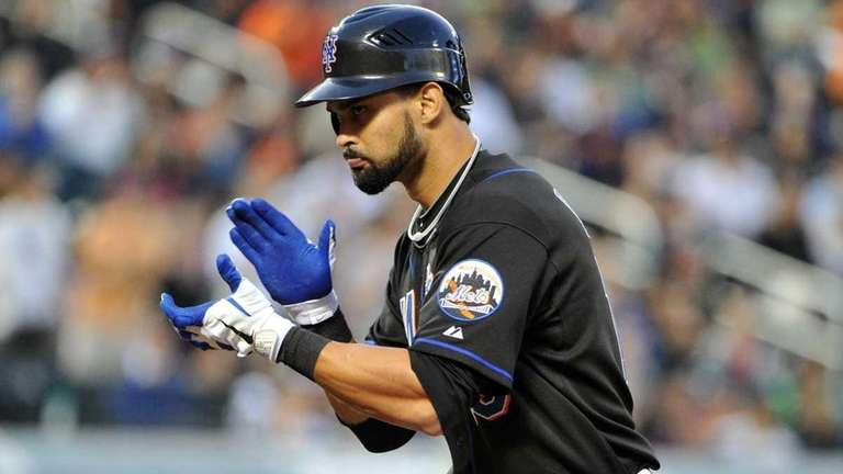 Mets center fielder Angel Pagan reacts after hitting