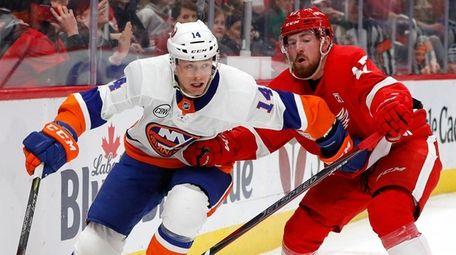Islanders winger Tom Kuhnhackl won two Stanley Cups