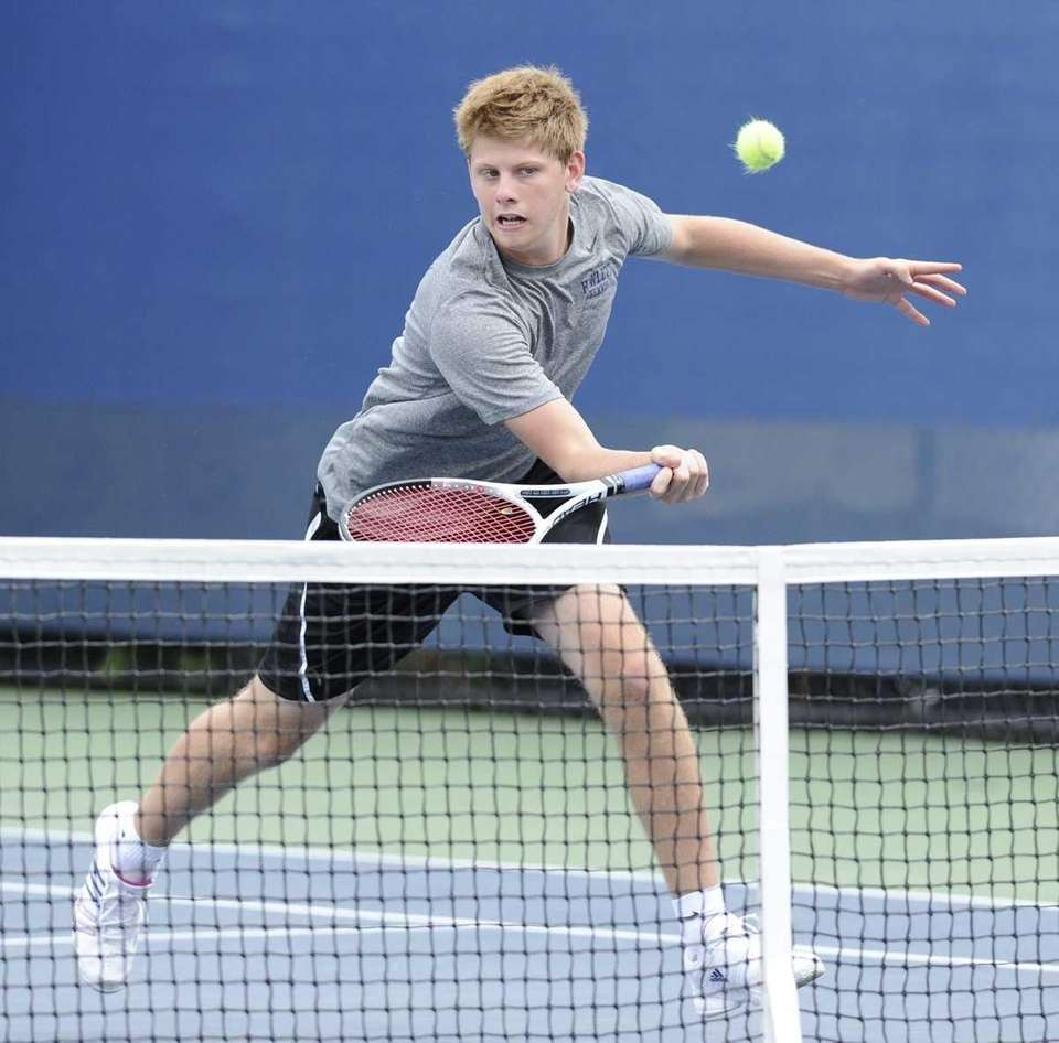 Hewlett's doubles competitor Dan Grinshteyn competes in a