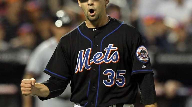 Dillon Gee #35 of the New York Mets