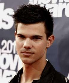 Taylor Lautner arrives at the MTV Movie Awards