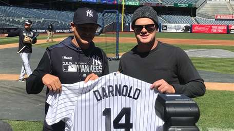 Jets quarterback Sam Darnold, right, with Yankees manager