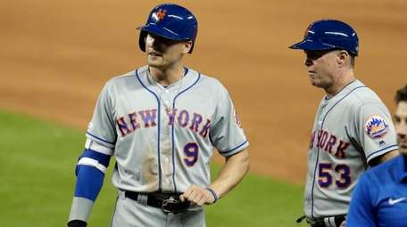 The Mets' Brandon Nimmo clenches his fist after