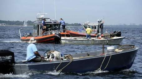 Oyster Bay constable and Nassau police watch clammers