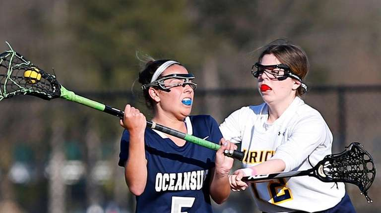 Lucia Alamia #5 of Oceanside battles for the