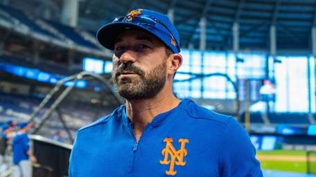 Mets manager Mickey Callaway heads to the dugout