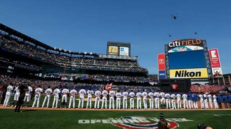 The Mets stand for the national anthem ahead