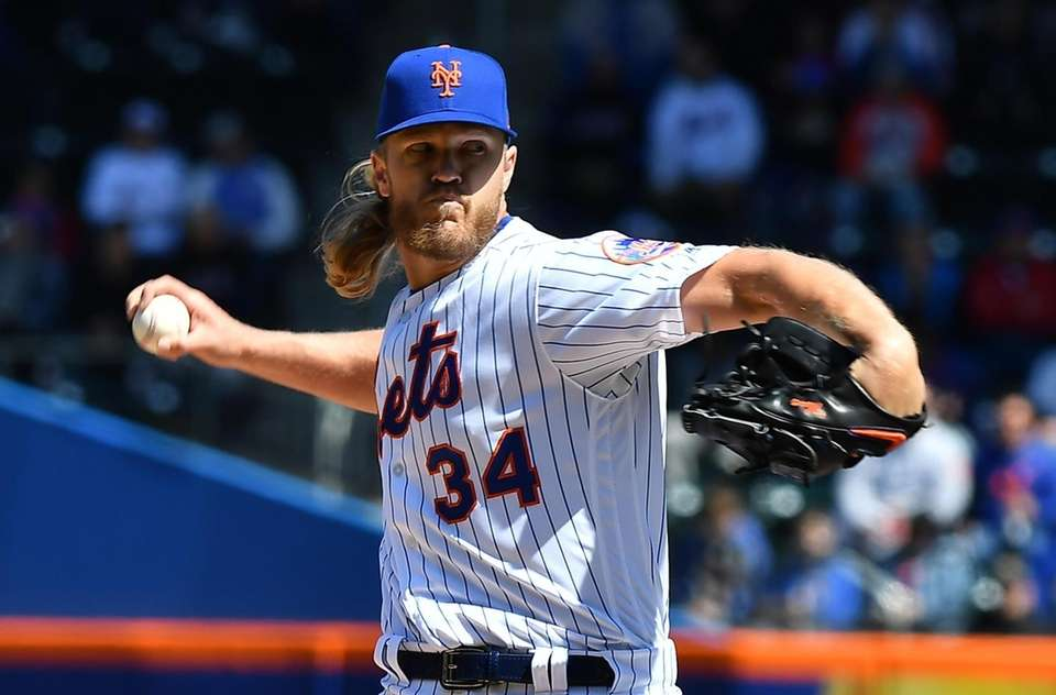 New York Mets starting pitcher Noah Syndergaard (34)