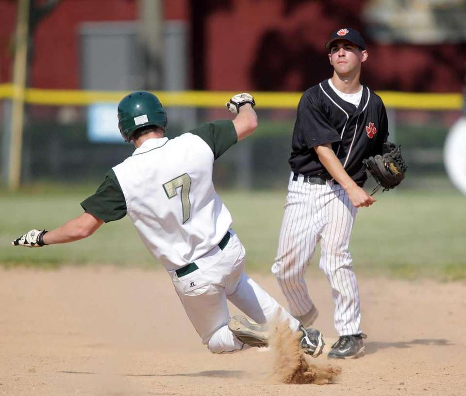 Mercy's T.J. Willmott (7) is forced at second