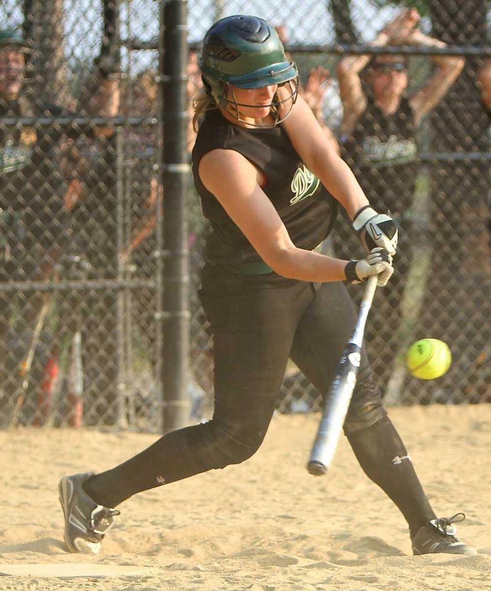 Farmingdale batter Kat Zabielski #21 lines a hit