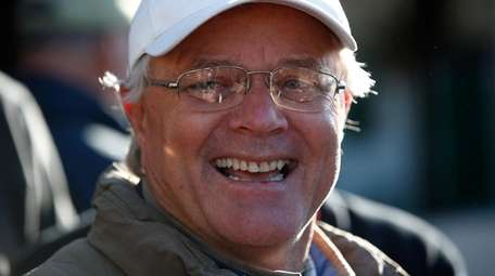 Bill Mott the trainer of Hofburg talks with