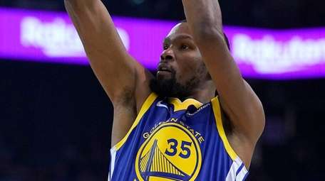 Warriors forward Kevin Durant shoots over Cleveland Cavaliers