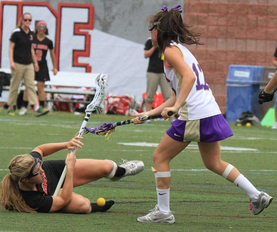 Mt. Sinai's Rachel Dillon gets tripped up by