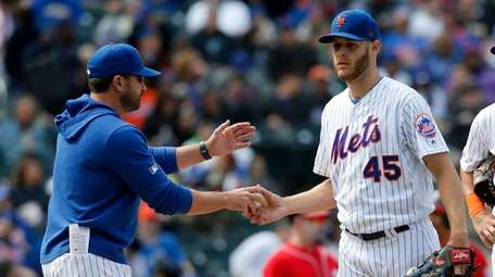 Zack Wheeler hands the ball to manager Mickey