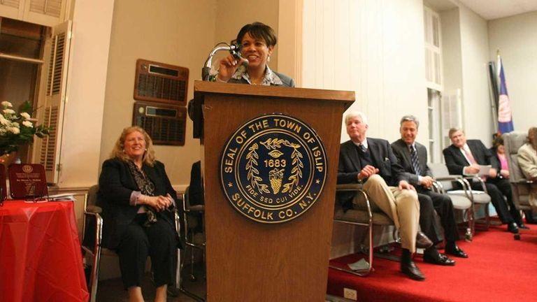 Islip Town seal