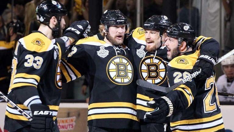 Bruins Batter Luongo S Canucks 5 2 Force Game 7 Newsday