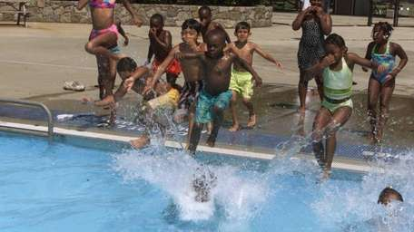 Kids jump in the water at the Geiger