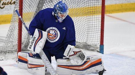 Islanders goaltender Thomas Greiss makes a pad save