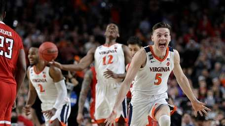 Virginia guard Kyle Guy (5) celebrates in front