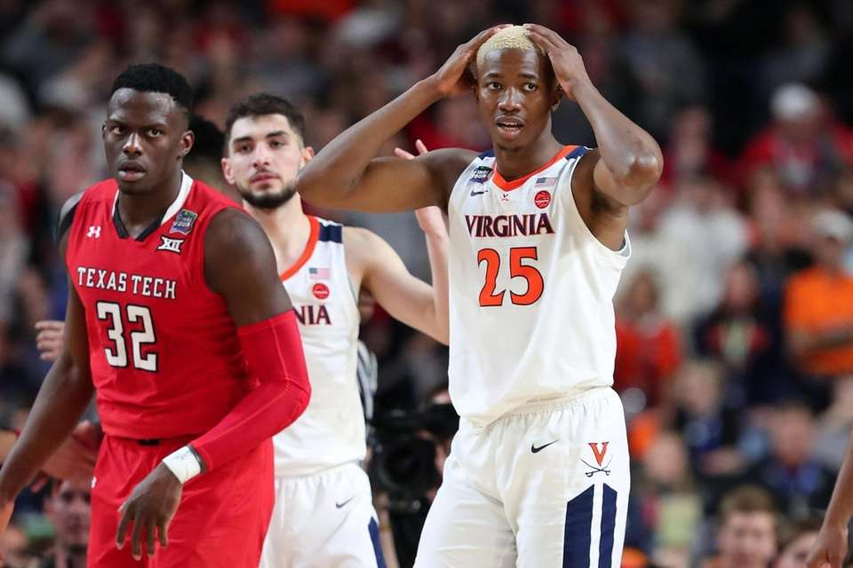 Mamadi Diakite #25 of the Virginia Cavaliers reacts