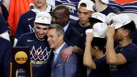 Virginia head coach Tony Bennett, center, celebrates with