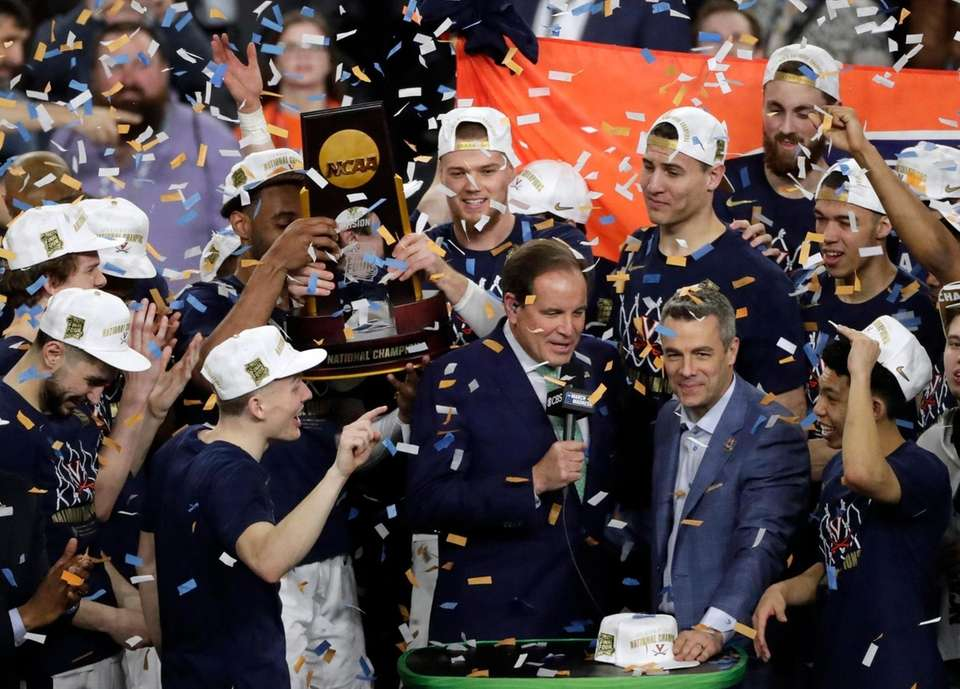 Virginia head coach Tony Bennett, right, celebrates with