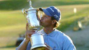 Retief Goosen wins the 2004 U.S. Open at