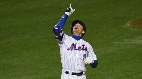 New York Mets center fielder Brandon Nimmo reacts