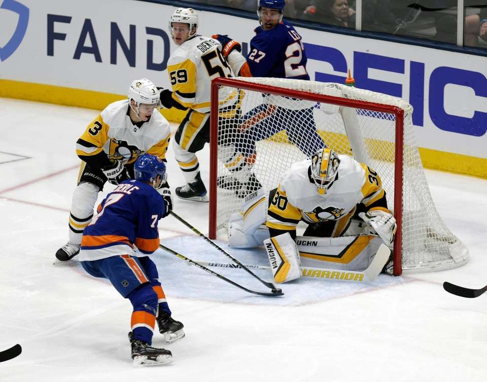 Islanders right wing Jordan Eberle (7) takes the