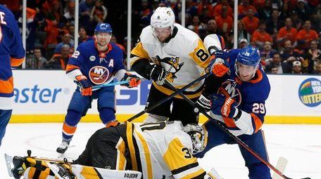 Islanders center Brock Nelson scores the power-play goal