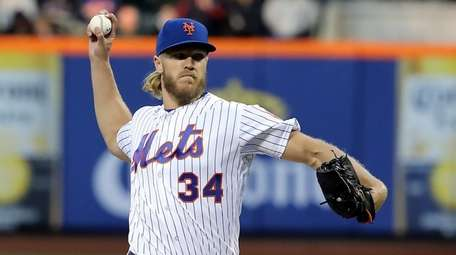 Mets starting pitcher Noah Syndergaard (34) delivers a