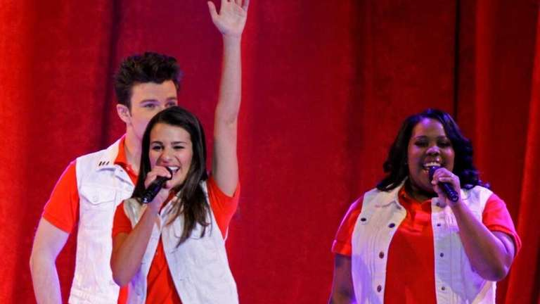 Review: 'Glee' starts season again, without humor | Newsday